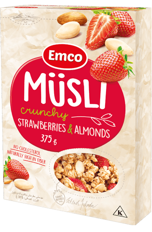 Crunchy müsli with strawberries and almonds